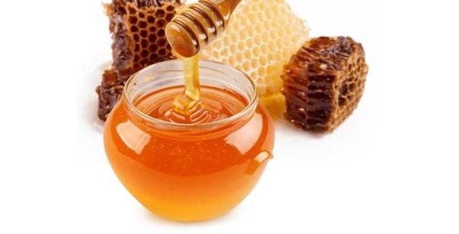 trị trẻ sơ sinh bị khô da mặt bằng mật ong