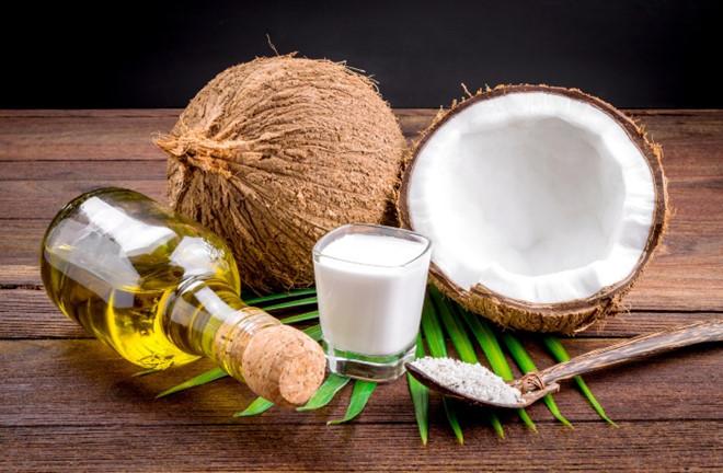 dầu dừa là cách trị hăm cổ ở trẻ sơ sinh hiệu quả