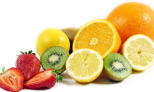 Hoa quả giàu Vitamin C là phương pháp trị em bé bị nẻ má