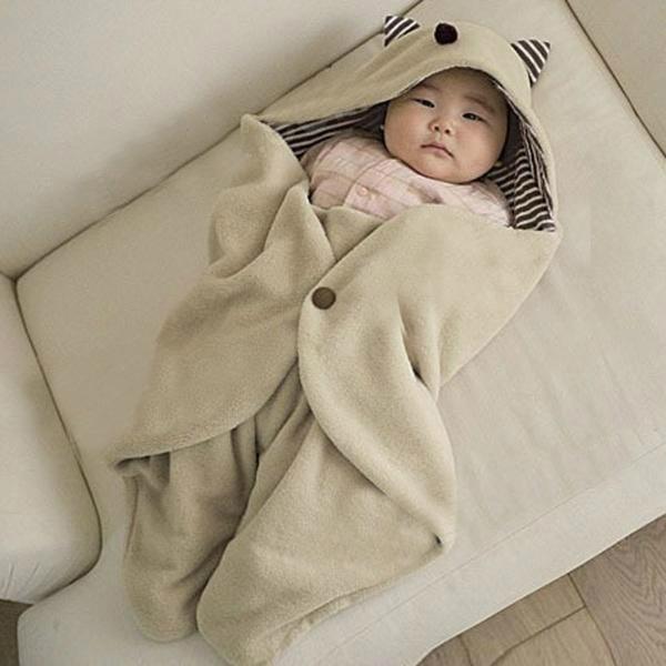 mặc kín cho bé cũng là cách chữa bé sơ sinh bị khô da hiệu quả