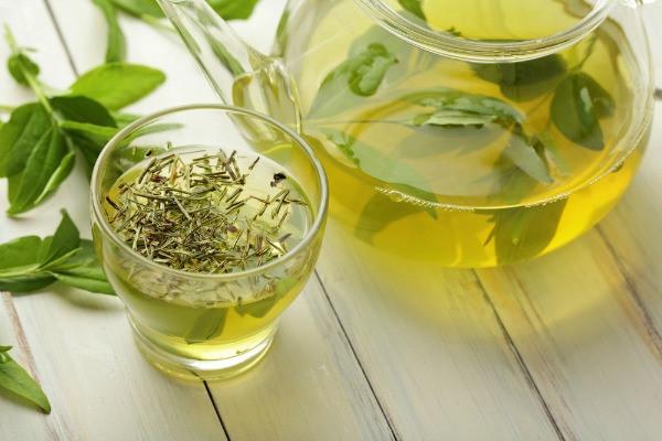 trà xanh chữa hăm cho trẻ em