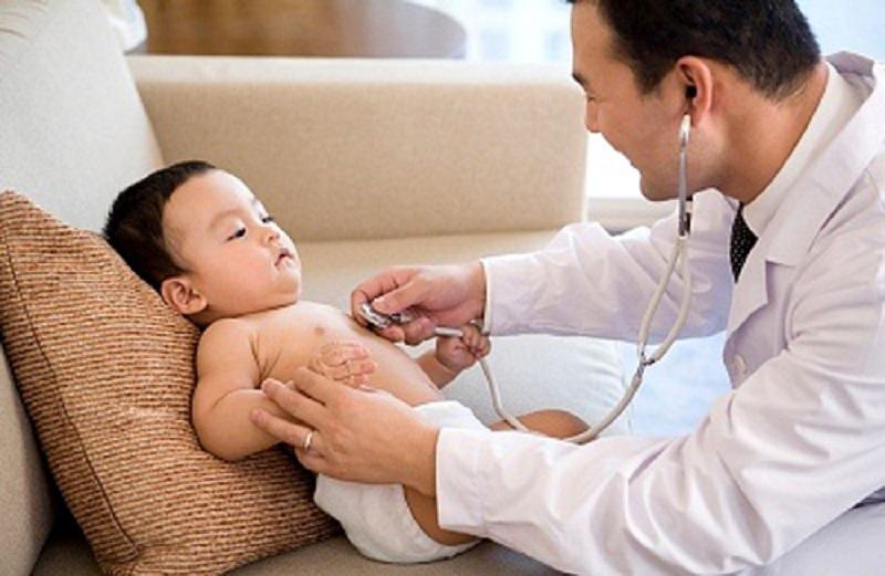 Thăm khám bác sĩ khi tình hình rôm sảy nặng