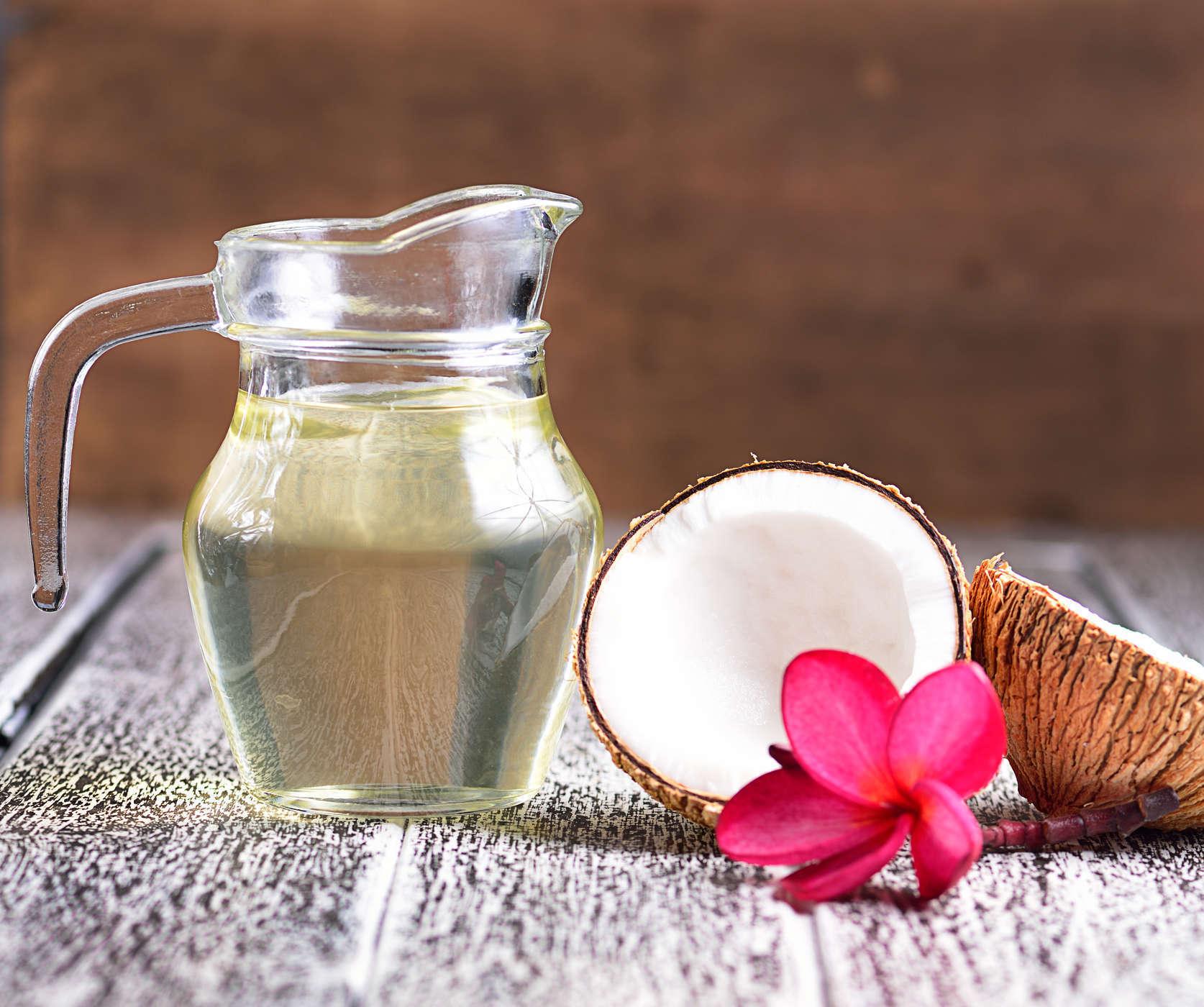 trị hăm tã bằng dầu dừa