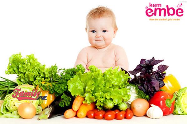 Hạn chế đồ ăn cay nóng khi trẻ bị rôm sảy