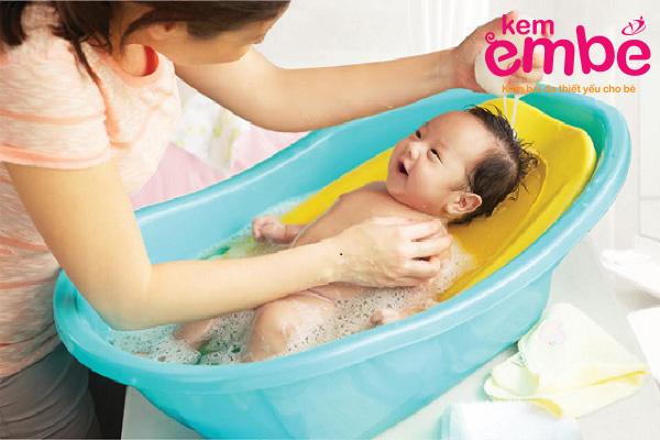 Chăm sóc khi bé mắc bệnh chàm sữa