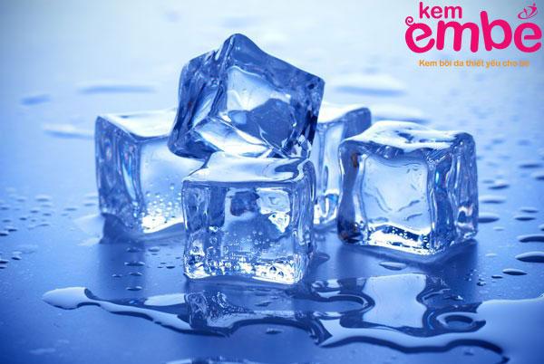 Làm dịu vết sưng tấy bằng đá lạnh