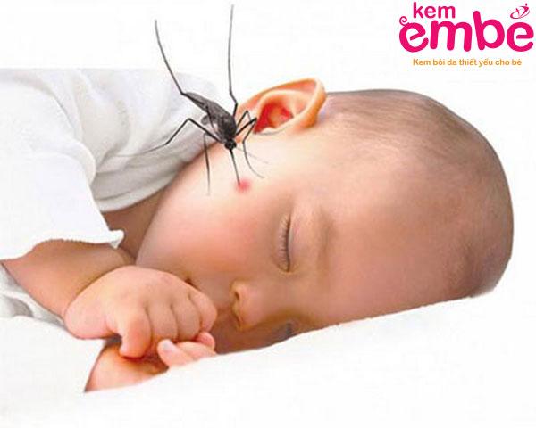 Dấu hiệu trẻ 2 tuổi bị côn trùng cắn