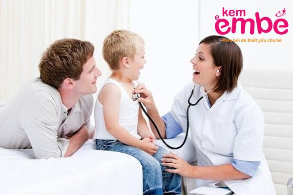 Thăm khám khi bé bị bệnh chàm sữa