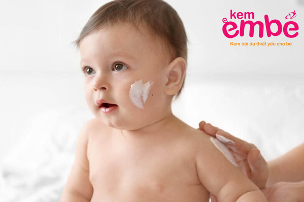 Sử dụng kem chống muỗi cho bé