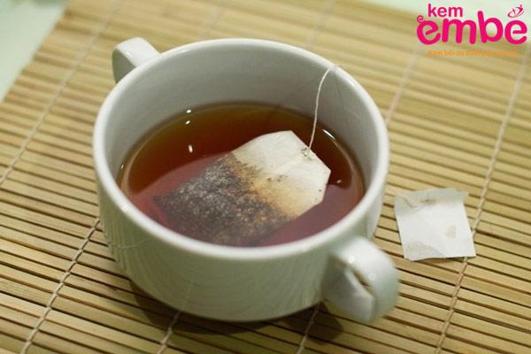 Túi lọc trà làm dịu vết cắn sưng to của côn trùng