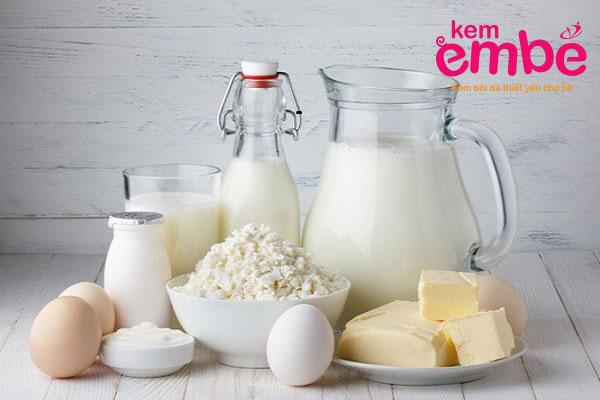 Bé bị chàm sữa mẹ nên kiêng các sản phầm từ sữa và chế phẩm từ sữa