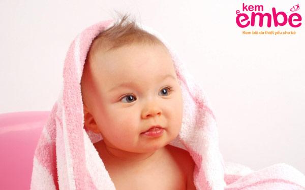 Cách chăm sóc khi bé bị chàm sữa