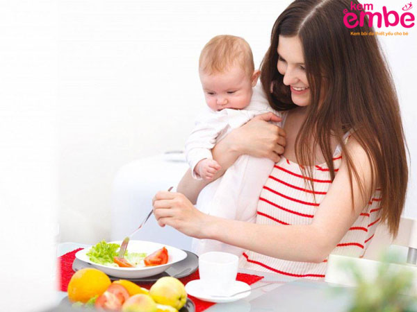 Cách chăm sóc trẻ nhỏ bị chàm sữa