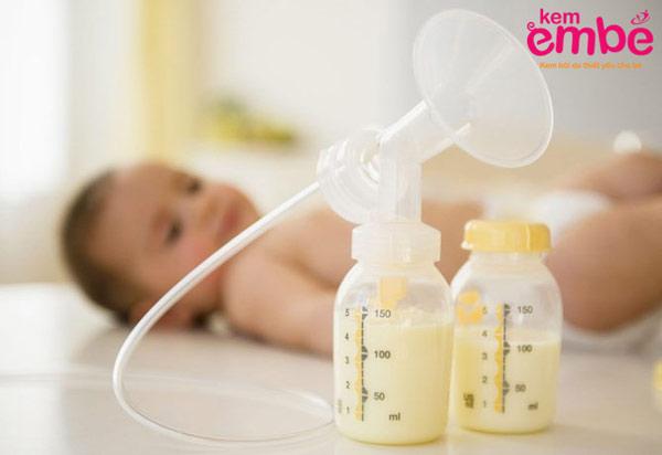 Sữa mẹ là phương thuốc trị chàm sữa hiệu quả