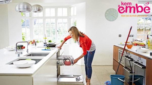Vệ sinh nhà cửa sạch sẽ giúp ngăn ngừa muỗi đốt