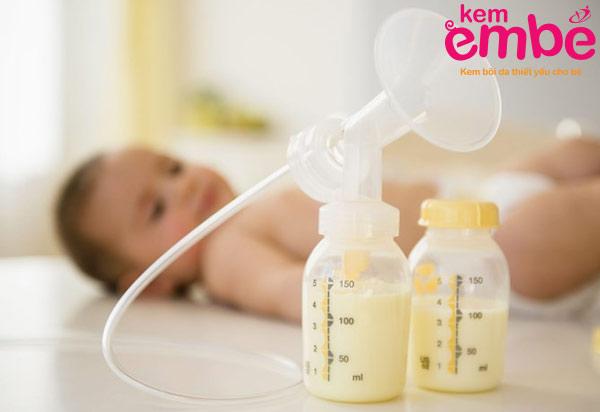 Sữa mẹ là nguồn dinh dưỡng thiết yêu cho trẻ nhỏ