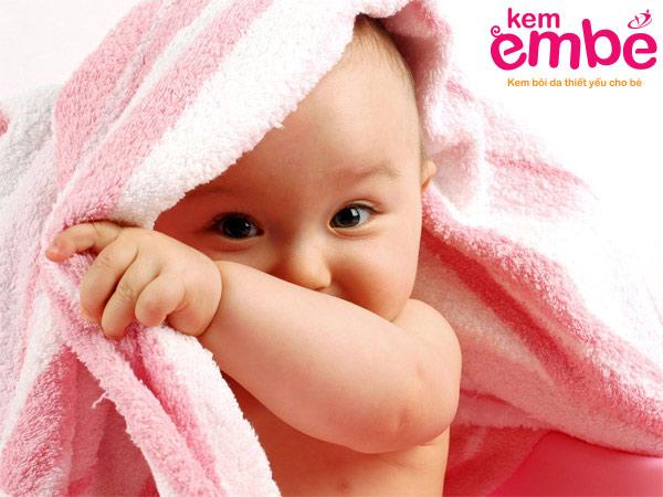 Những lưu ý khi trị chàm sữa cho bé bằng rau húng lủi