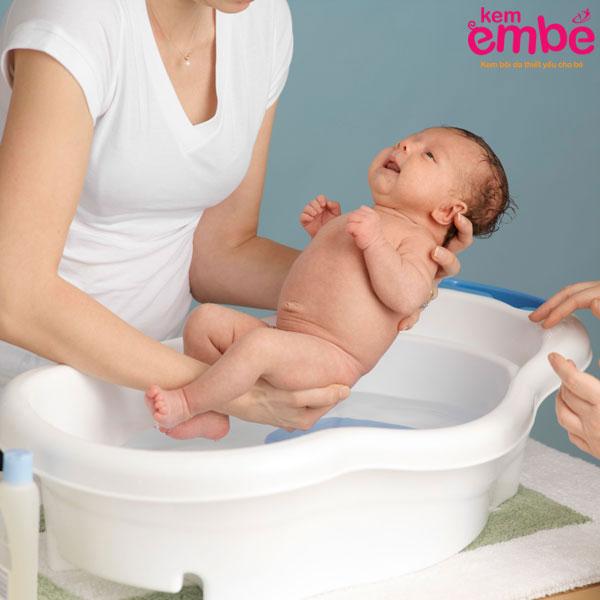 Vệ sinh cá nhân giúp hạn chế chàm sữa