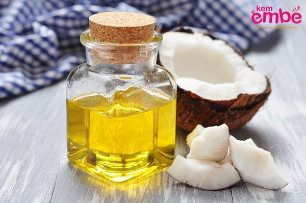 Dùng dầu dừa giúp trị viêm da bã nhờn ở trẻ nhỏ