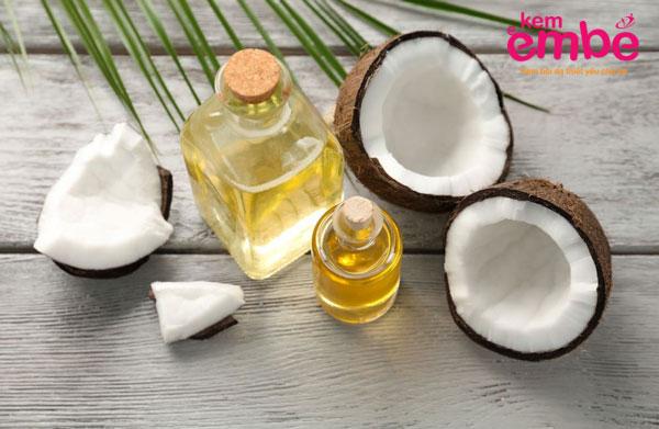 Dầu dừa giúp làm bong tróc các mảng vảy ở da đầu