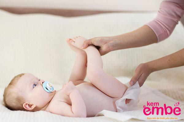 Cách chăm sóc da bé bị hăm tã