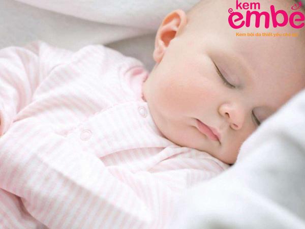 Xoa dịu làn da em bé giúp trẻ em thoải mái nghỉ ngơi