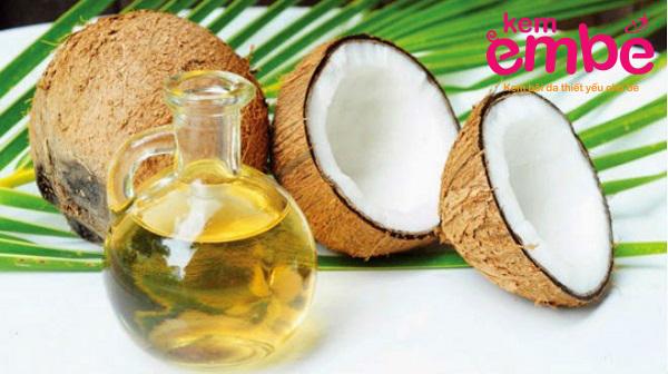 sử dụng dầu làm từ dừa để chữa chàm sữa cho trẻ em