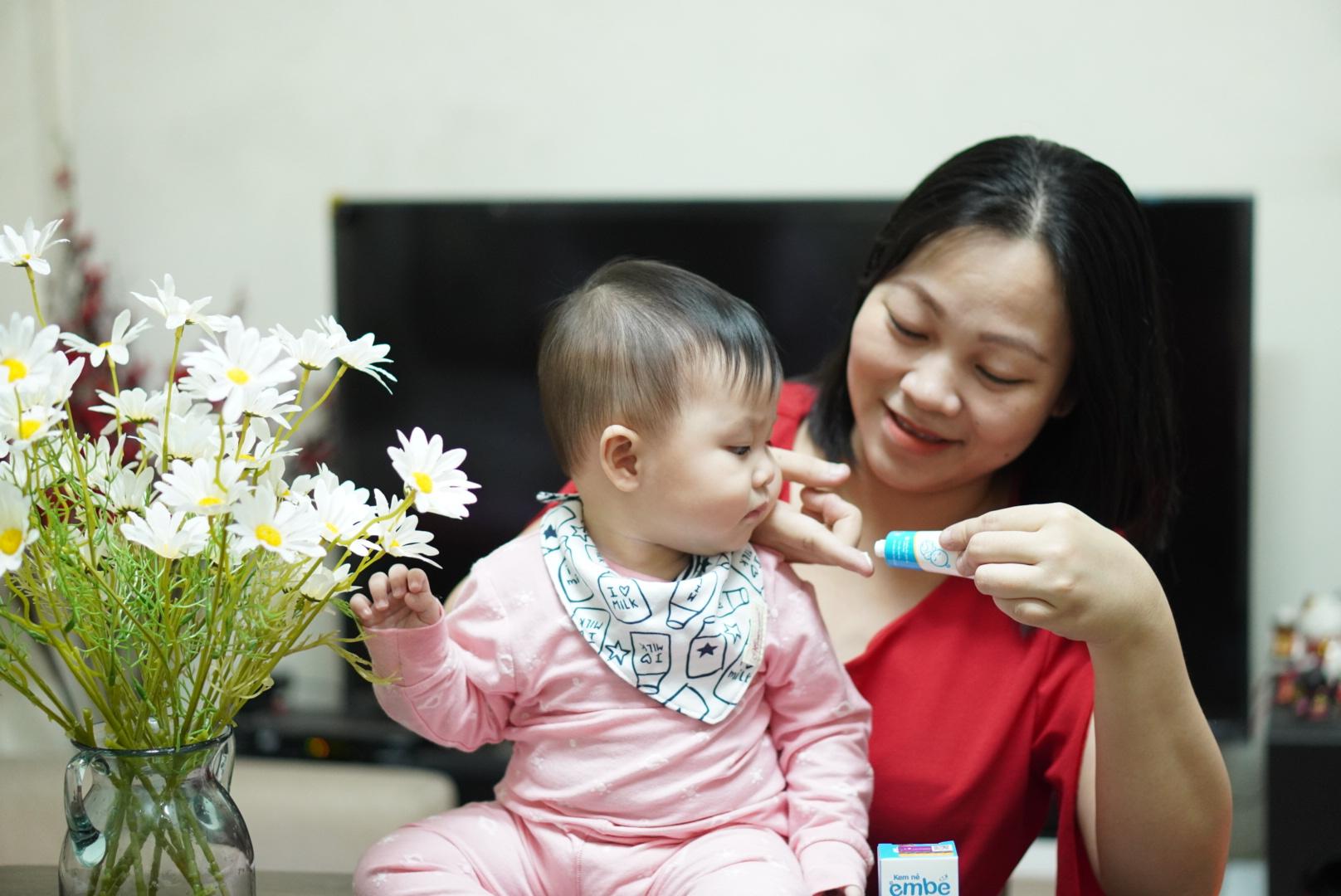 Mẹ Quỳnh Giang và bé Bom