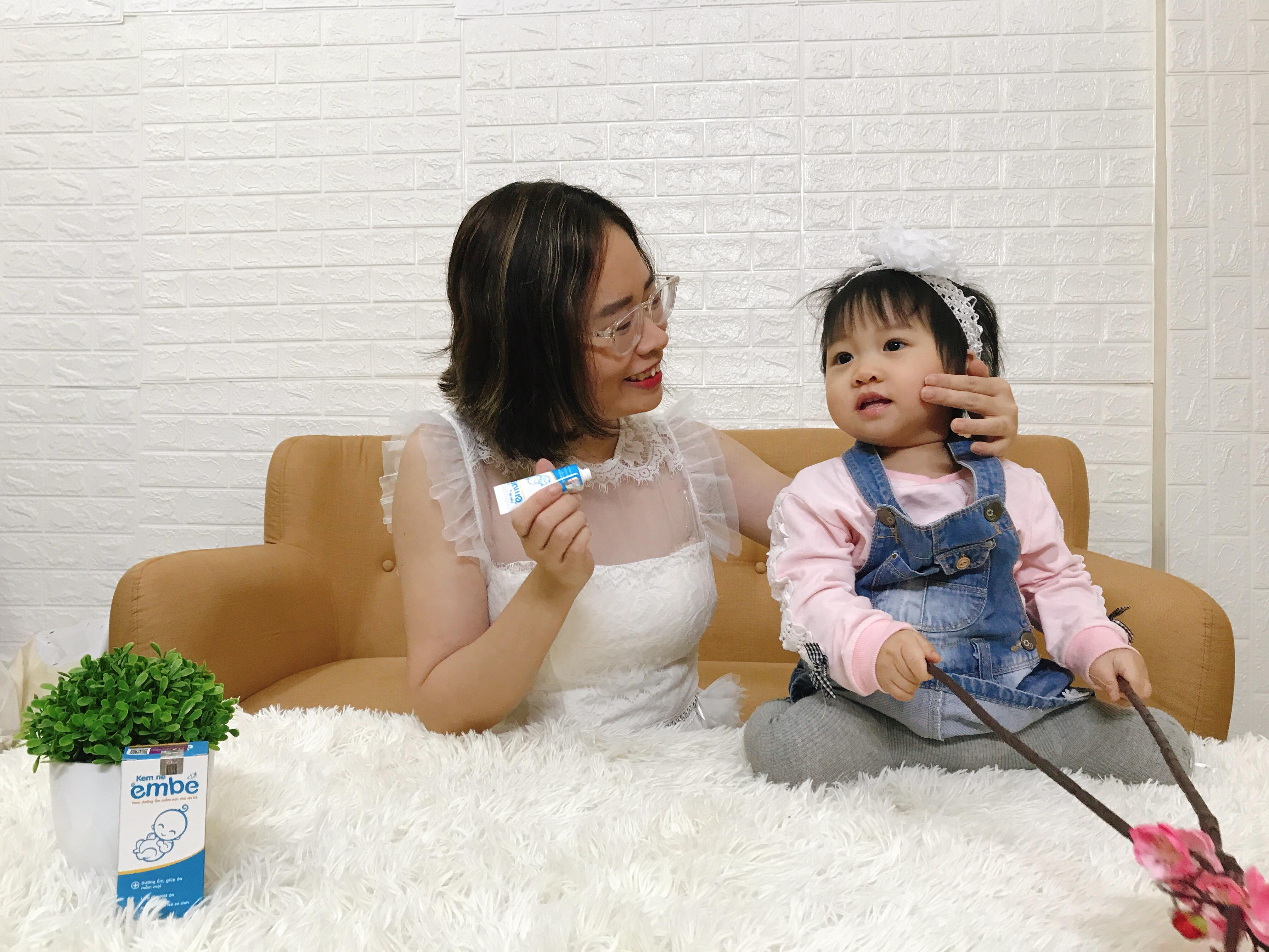 Mẹ Hà Vũ và bé Cherry